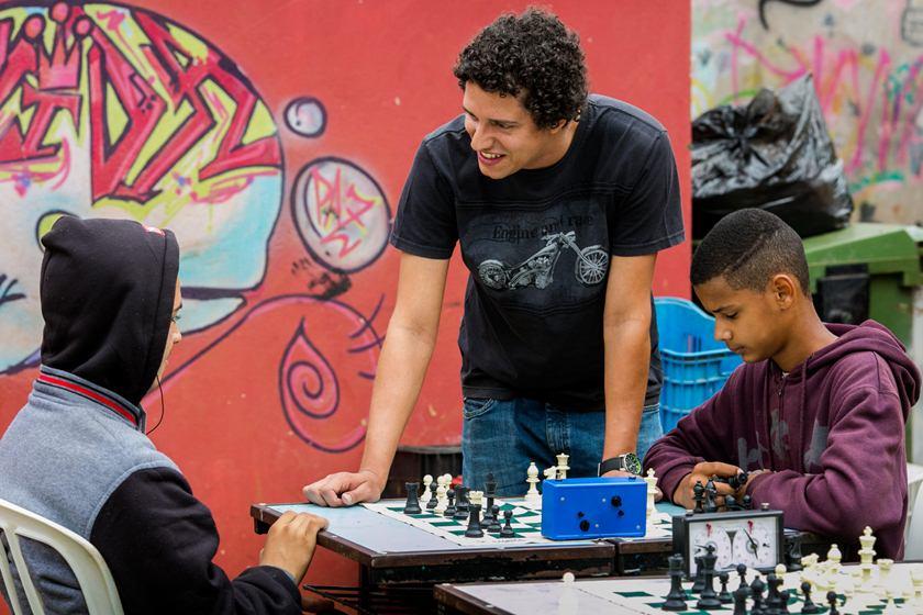 Jovem da Estrutural sobe ao pódio em campeonato interescolar de xadrez