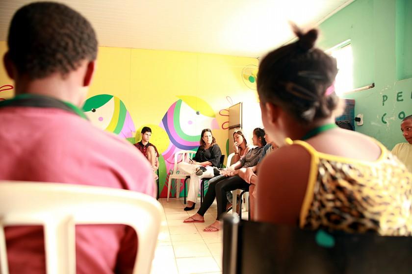 Perla Ribeiro da Secretaria da Criança participa de roda de Conversa no Coletivo da Cidade